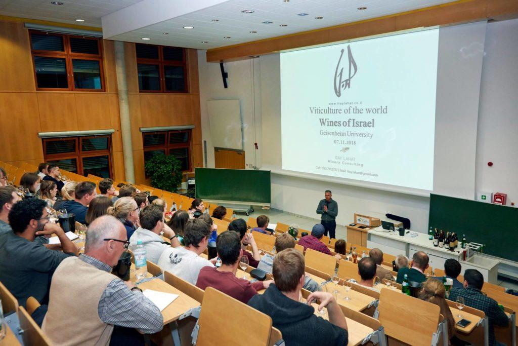 הרצאה בפני סטודנטים לאנולוגיה באוניברסיטת גייזנהיים - המרכז האקדמי החשוב ביותר ליין בגרמניה (צילום: אוניברסיטת גייזינהיים)